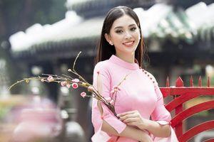 Hoa hậu Tiểu Vy gợi cả một trời Xuân xưa trong tà áo dài