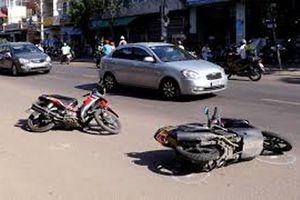 Ngã xuống đường sau va chạm, người phụ nữ bị xe tải tông chết
