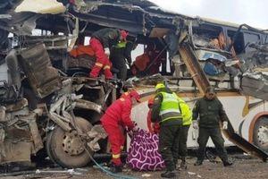 Bolivia: Hai xe buýt đối đầu khiến ít nhất 22 người thiệt mạng