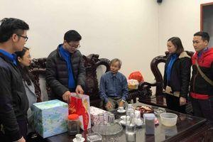 Tặng quà gia đình chính sách, thiếu nhi khó khăn