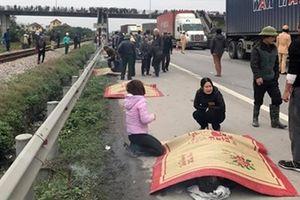Xe tải đâm vào đoàn người đi bộ ven đường, 8 người tử vong