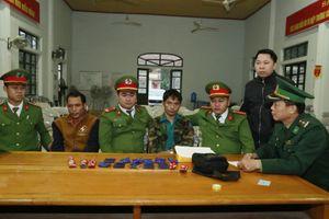 Bắt 2 đối tượng người Lào vận chuyển ma túy trái phép