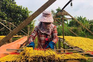 Làng sản xuất nhang lâu đời ở TPHCM tất bật vào mùa Tết