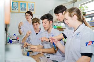 Đại học Tôn Đức Thắng cấp học bổng cho 36 nghiên cứu sinh, học viên
