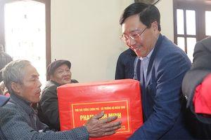 Lãnh đạo Đảng, Nhà nước thăm, tặng quà Tết các gia đình chính sách, hộ nghèo