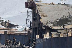 Taliban đánh bom tự sát bằng xe Humvee, hơn 100 người chết
