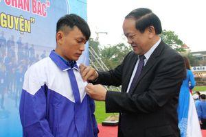 Tặng huy hiệu Tuổi trẻ dũng cảm cho 4 thanh niên cứu người ở Quảng Nam