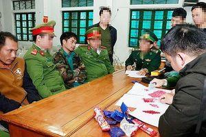 Bắt 2 người Lào đưa 2.000 viên ma túy tổng hợp vào Việt Nam bán Tết