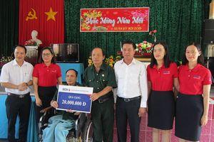 Ngân hàng BIDV và báo Tiền Phong thăm, tặng quà các thương bệnh binh