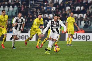 Ronaldo đá hỏng phạt đền, Juventus vẫn thắng '3 sao'