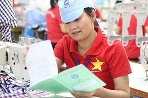 An sinh xã hội: Bàn giao sổ bảo hiểm xã hội cho người lao động