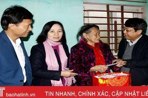 Phó Chủ tịch UBND tỉnh Dương Tất Thắng chúc tết gia đình chính sách