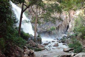 Khánh Hòa: 3 người tử nạn vì ngã xuống thác nước cao 40m