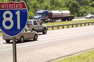 Mỹ: Lái xe sẽ bị phạt nếu xe chạy chậm ở làn trái trên cao tốc