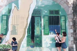 Trang trí chiếu sáng Chợ hoa Tết Hàng Lược và không gian Bích họa phố Phùng Hưng