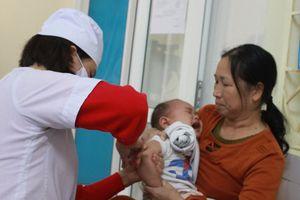 Tính mạng trẻ sẽ nguy hiểm nếu cha mẹ chạy theo trào lưu anti vaccine