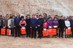 Bộ trưởng Bộ Nông nghiệp và Phát triển Nông thôn thăm, tặng quà tại Mường Lát