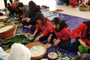 Sinh viên Đại học Y Hà Nội: Gói 2.000 bánh chưng tặng bệnh nhân ăn Tết