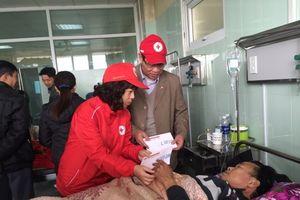 Hội Chữ thập đỏ Việt Nam chia sẻ với gia đình nạn nhân vụ TNGT tại Hải Dương