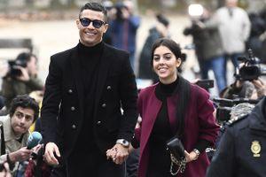 Ronaldo nhận 23 tháng tù treo và nộp phạt gần 19 triệu euro vì gian lận thuế