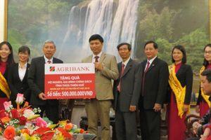 Agribank Thừa Thiên - Huế tặng 500 suất quà cho hộ nghèo, gia đình chính sách