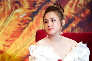 Vy Oanh tiếp tục gay gắt chỉ trích đàn chị vì tiền mà bất chấp