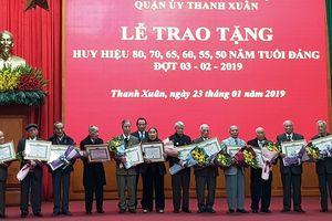 Quận Thanh Xuân trao tặng Huy hiệu Đảng cho các đảng viên