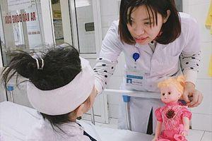 Cứu chữa kịp thời cho bé gái bị chó cắn rách mặt