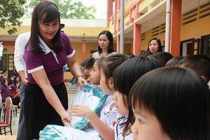 Yêu cầu thực hiện nghiêm, công khai việc chi quà Tết cho giáo viên
