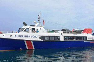 Quảng Ngãi: Tàu chở khách tông chìm tàu cá khiến nhiều người hoảng loạn