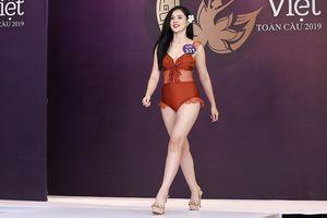 Bạn gái cầu thủ Trọng Đại U23 khoe dáng gợi cảm với bikini