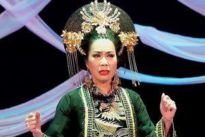 Trịnh Kim Chi được khen ngợi khi vào vai Thái Hậu Dương Vân Nga