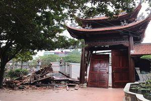 Cổng chùa Ngòi bị xe tông đổ giữa đêm