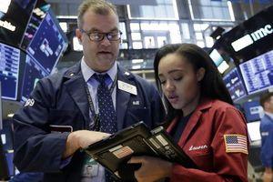 Triển vọng kinh tế toàn cầu bi quan khiến Dow Jones mất hơn 300 điểm