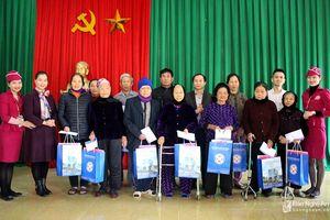 Báo Nghệ An, Bệnh viện Đa khoa Cửa Đông trao quà Tết cho người nghèo ở Hưng Nguyên