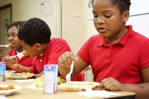 Trường học Mỹ lo không đủ đồ ăn trưa cho học sinh do chính phủ đóng cửa