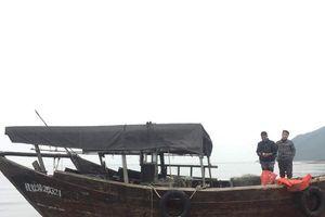 Phát hiện tàu nước ngoài không người lái dạt vào bờ biển Hà Tĩnh