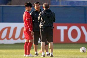 Vì sao HLV Park Hang Seo gặp riêng Quang Hải, Trọng Hoàng?