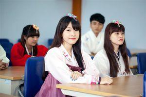 Cạnh tranh việc làm khốc liệt ở Hàn Quốc: 10 sinh viên tốt nghiệp thì chỉ 1 người tìm được việc chính thức