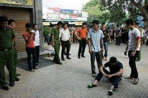 Hai nhóm thanh niên hỗn chiến, nhiều người thương vong sau tiếng súng nổ