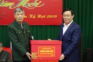 Phó Thủ tướng Vương Đình Huệ thăm, chúc Tết người có công, hộ nghèo Bắc Giang