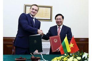 Việt Nam miễn thị thực đơn phương cho công dân 13 nước