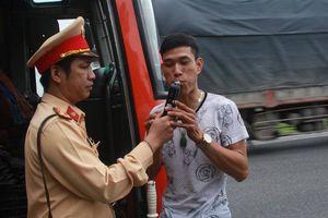 Đà Nẵng siết 'ma men' lái xe, test ma túy tài xế xe khách, container