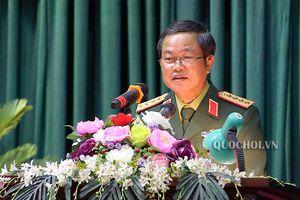 Phó Chủ tịch Quốc hội Đỗ Bá tỵ tặng quà tết công nhân lao động quốc phòng