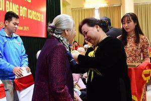 Trao Huy hiệu 70 năm tuổi Đảng cho các đảng viên lão thành