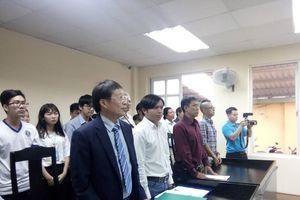 Không đủ chỗ ngồi cho người dự phiên xử 'Thần đồng đất Việt'
