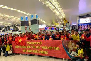 ĐT Việt Nam quyết đấu ĐT Nhật Bản, hàng trăm CĐV lên đường tiếp lửa