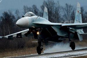 Máy bay phản lực Su-27 của Nga đánh chặn trinh sát cơ Thụy Điển
