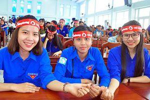 Tưng bừng Chủ nhật Đỏ tại trường ĐH Kiên Giang