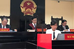 Căng thẳng ngày đầu xét xử vụ kiện tác quyền 'Thần đồng đất Việt'